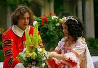 "Je na fotografii č.7 voják Ondra s princeznou Rozmarýnkou z filmové pohádky ""Nejkrásnější hádanka""? (náhled)"