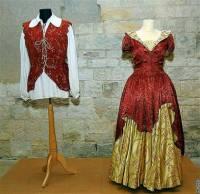 """Jsou na fotografii č.11 kostýmy krále Miroslava a princezny Krasomily z filmové pohádky """"Pyšná princezna""""? (náhled)"""