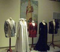 """Jsou na fotografii č.14 kostýmy z pohádky """"O princezně z obrazu""""? (náhled)"""