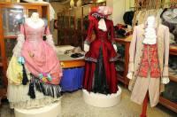 """Známe kostýmy na obrázku č.6 z filmové pohádky """"Princezna a písař""""? (náhled)"""
