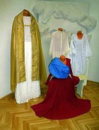 """Vidíme na obrázku č.9 kostýmy z filmové pohádky """"Anděl Páně""""? (náhled)"""