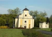V Jakém městě se nachází tento šikmý kostel? (náhled)