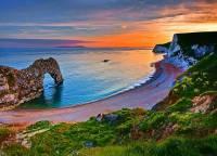 Jak se jmenuje pobřeží s útesy na fotografii č.10, které jsou z hlediska vývoje Země tak cenné, že bylo 1. přírodní památkou zapsanou na seznamu UNESCO? – (náhled)