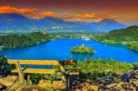 Jak se jmenuje jezero na fotografii č.12? (náhled)