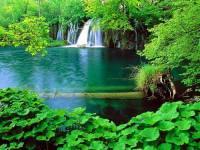 Na fotografii č.1 vidíte jedno jezero ze soustavy jezer. Jak se jezerní soustava s vodopády jmenuje? (náhled)