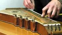 Na jaký nástroj muž hraje? (náhled)
