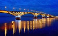 Nad kterou řekou se klene osvětlený most na fotografii č.12? (náhled)