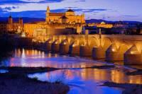 Řeka, přes kterou se na fotografii č.8 klene starobylý most, se jmenuje: (náhled)
