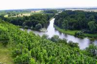 Na fotografii č.15 je soutok dvou řek – zde ústí: (náhled)
