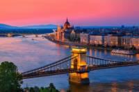 Která řeka protéká městem na fotografii č.2? (náhled)