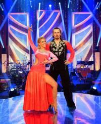 Na fotografii č.4 je taneční pár: (náhled)