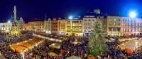 Na obrázku č.9 jsou vánoční trhy ve městě: (náhled)