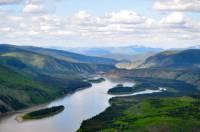 Jak se nazývá významná řeka, která odvodňuje centrální část Aljašky a část Kanady? (náhled)