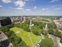 Ve kterém městě se nachází jedna z nejprestižnějších univerzit světa? Na rodil se zde George W. Bush. (náhled)