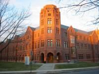 Jak se tato univerzita nazývá?  (náhled)