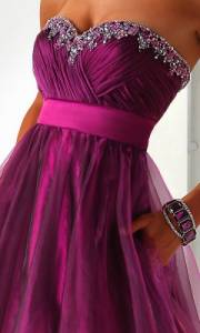 Odstín barvy plesových šatů na fotografii č.11 má název: (náhled)