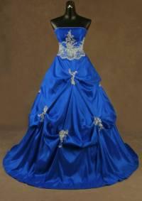 Jak se nazývá odstín modrých plesových šatů na fotografii č.15? (náhled)