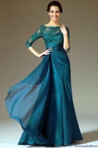 Odstín plesových šatů, které má oblečené modelka na fotografii č.16 má název: (náhled)