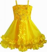 Odstín žluté barvy na šatech na fotografii č.3 má název: (náhled)