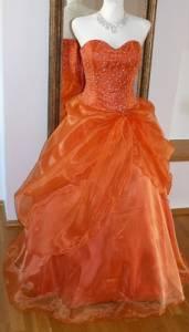 Který odstín oranžové barvy je na šatech na obrázku č.4? (náhled)