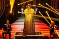 Která slavná zpěvačka zpívá na obrázku č.5? (náhled)