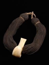 K Havajské kultuře patří neodmyslitelně věnce. Z čeho se Havajský věnec nevyrábí? (náhled)