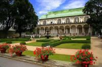 Jaká známá historická budova je na fotografii č.7? (náhled)