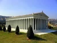 Ve kterém slohu je postaven Artemidin chrám v Efesu? – jeho model je na obrázku č.4 (náhled)