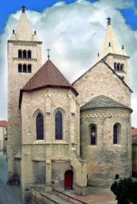 Na obrázku č.9 je románská stavba: (náhled)