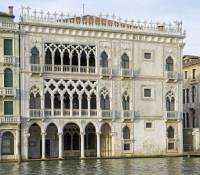 Jaká gotická stavba v italských Benátkách je na obrázku č.12? (náhled)