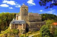 Jaký gotický hrad je na fotografii č.17? (náhled)
