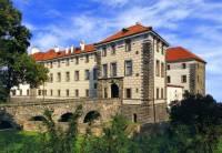 Jak se jmenuje zámek na obrázku č.13, který patří mezi nejvýznamnější pozdně renesanční zámky v Čechách? (náhled)