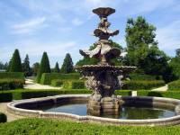 Módním architektonickým doplňkem zámeckých zahrad byly kašny,fontány a vodotrysky. Barokní kašna na obrázku č.17 pochází: (náhled)