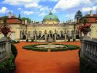Na fotografii č.10 je barokní zámek: (náhled)