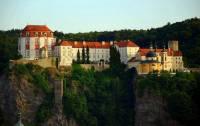 Na obrázku č.12 vidíte barokní zámek: (náhled)