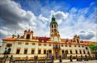 Skvost barokní architektury na fotografii č.2 se jmenuje: (náhled)