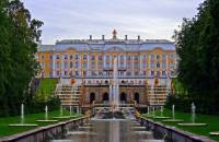 Kromě sakrálních staveb se v době baroka stavěla i honosná sídla vladařů a bohatých šlechtických rodů. Na obrázku č.7 je: (náhled)