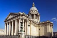 Která historická budova vystavěna ve slohu klasicismu je na obrázku č.1? (náhled)