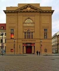 Jak se původně jmenovala empírová stavba, dnes Divadlo Hybernia v Praze, na obrázku č.15? (náhled)