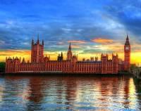Která historická budova v Londýně, přestavěna v novogotickém stylu, je na obrázku č.5? (náhled)