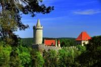 Jak se jmenuje novogotický hrad na obrázku č.7? (náhled)