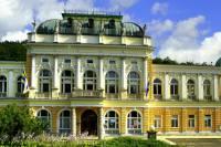 Reprezentativní budova z období romantismu postavená ve stylu italské novorenesance, kterou vidíte na obrázku č.17, je: (náhled)