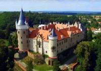 Jak se jmenuje romantický novogotický zámek na obrázku č.11? (náhled)