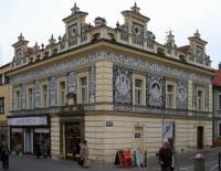 """Lékárna """"U Zlaté koruny"""" na fotografii č.16 je historickou novorenesanční památkou ve městě: (náhled)"""