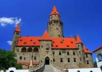 Jak se jmenuje novogotický hrad na obrázku č.3? (náhled)