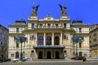 V období secese se stavěly především reprezentativní budovy. Mezi ně se samozřejmě řadila i divadla. Které secesní divadlo je na obrázku č.13? (náhled)