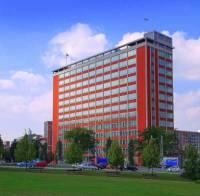 Ukázkou konstruktivismu je budova z konce 30. let 20. století na fotografii č.16. Jak se budova jmenuje a kde se nachází? (náhled)