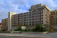 Která budova postavená ve stylu brutalismu na přelomu 60. a 70. let je na obrázku č.10? (náhled)