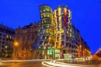 Jak se jmenuje originální pražská stavba z 90. let na fotografii č.23? (náhled)