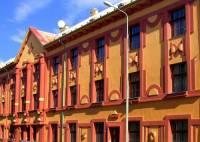 Stavební sloh, ve kterém byla vytvořena fasáda budovy na obrázku č.24 se jmenuje: (náhled)